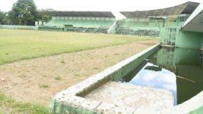 Estadio de béisbol de Salcedo debe ser  reparado. Alberto Calvo