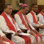 Los sacerdotes que tuvieron la responsabilidad de presentar el sermón de las Siete Palabras el Viernes Santo.  fuente externa
