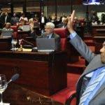 El proyecto fue aprobado por senadores del presidente Medina y rechazado por el grupo de Leonel Fernández.  Nicolás monegro