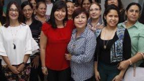 Silvia Contreras Sánchez junto a las participantes.