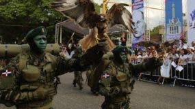 Parte de los militares que participaron en  la marcha.