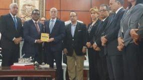 Rubén Maldonado recibió documento de los     opositores.