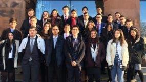 La delegación del America's Bicultural School.