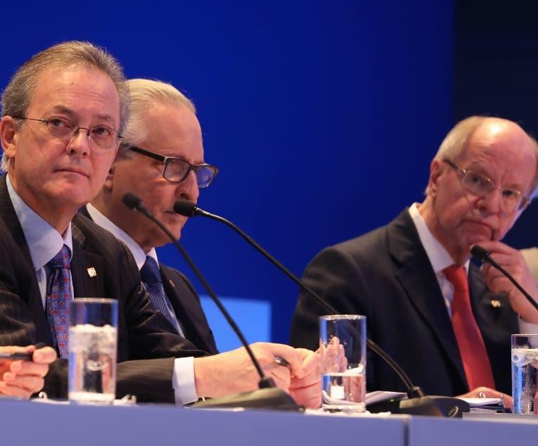Manuel Grullón (centro), en la asamblea de accionistas.
