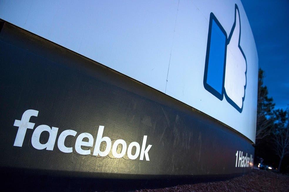 """Facebook desactivó la opción de buscar a un usuario introduciendo su número de teléfono o su correo electrónico, de la asegura que han abusado """"actores maliciosos"""", y eliminará los registros de llamadas y textos en Messenger y Facebook Lite que superen un año de antigüedad."""