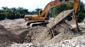 denuncian-siguen-extrayendo-materiales-del-rio-camu-en-montellano