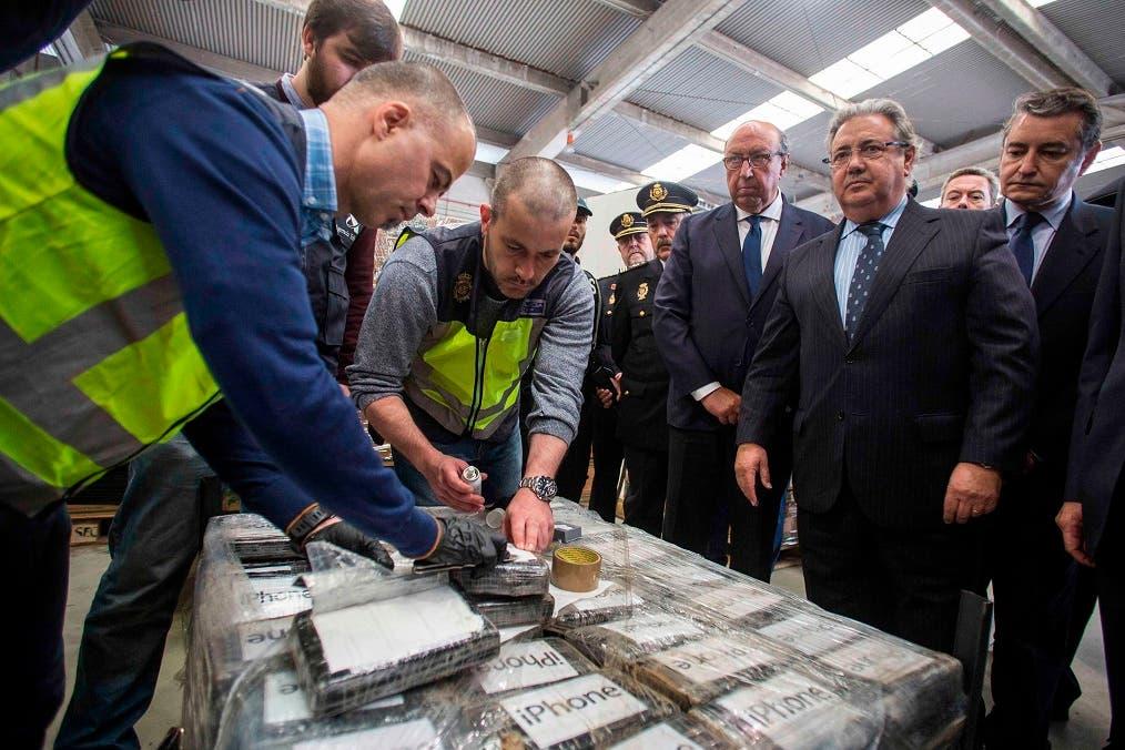 """La incautación """"no es una más, porque hablamos de la mayor aprehensión de cocaína en un contenedor efectuada hasta el momento en Europa"""", se felicitó el ministro español de Interior, Juan Ignacio Zoido."""
