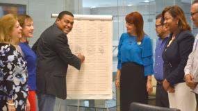 El director de El Día, José Monegro, suscribe la declaración.  Foto: Osi Méndez.