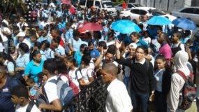Los estudiantes llegaron en masas desde distintos puntos de Santo Domingo.