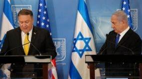 El Secretario de Estado de los Estados Unidos Mike Pompeo  y el Primer Ministro israelí Benjamin Netanyahu asisten a una conferencia de prensa conjunta en el Ministerio de Defensa en Tel Aviv. AFP