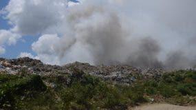 El fuego en el vertedero de Duquesa provocó humareda. Pedro Sosa