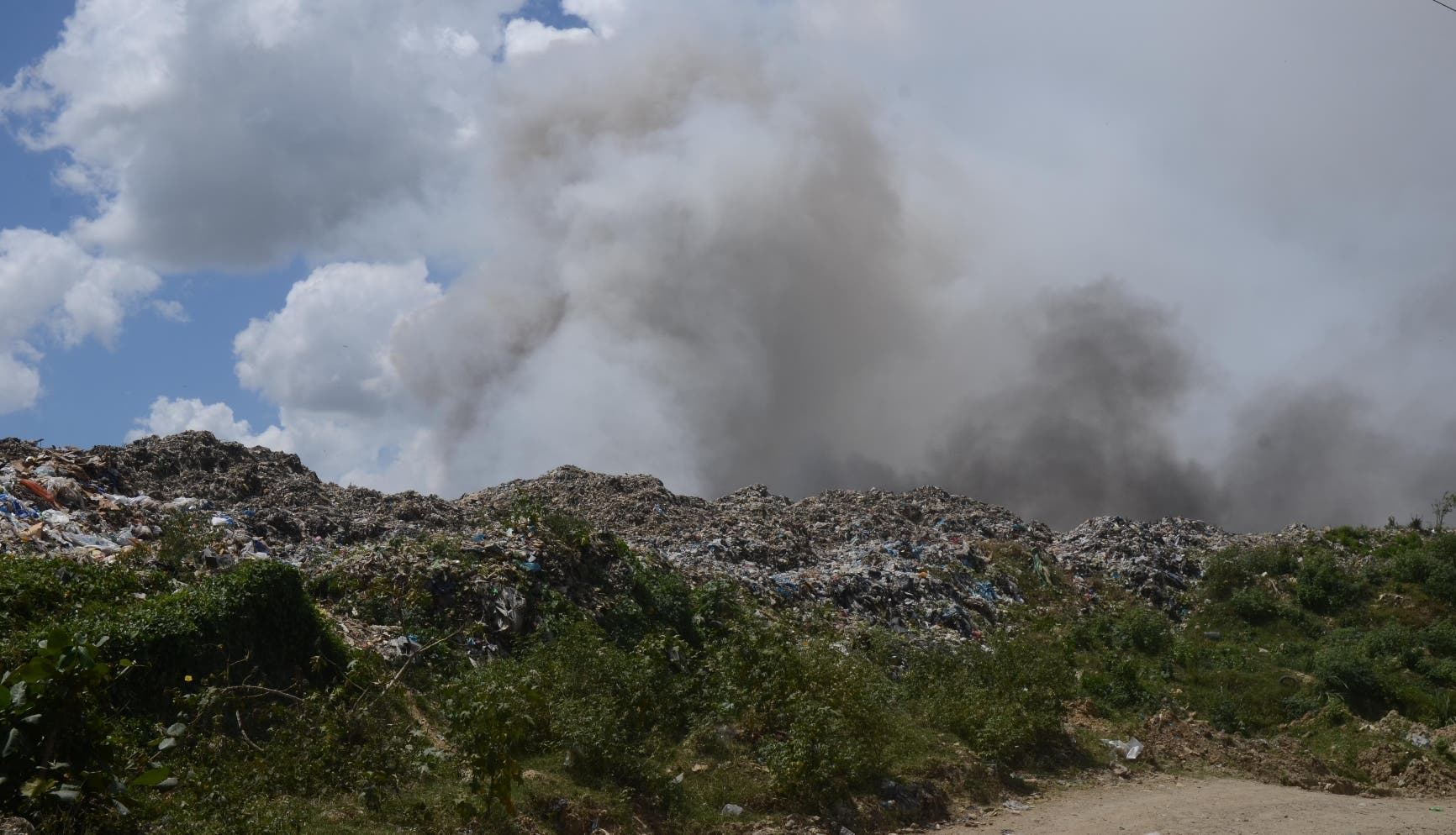 Se registra un incendio en el vertedero de Duquesa