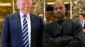 """RCHIVO - En esta foto de archivo del 13 de diciembre de 2016, el entonces electo presidente Donald Trump y Kanye West posan para una foto en el lobby de Trump Tower en Nueva York. Trump está twitteando su agradecimiento a la superestrella del rap Kanye West por su reciente apoyo en línea. Trump escribió: """"¡Gracias Kanye, genial!"""" En respuesta a los tweets de West, que llamaron al presidente """"mi hermano"""". West tuiteó varias veces el miércoles expresando su admiración por Trump, diciendo que ambos comparten """"energía del dragón"""". AP"""