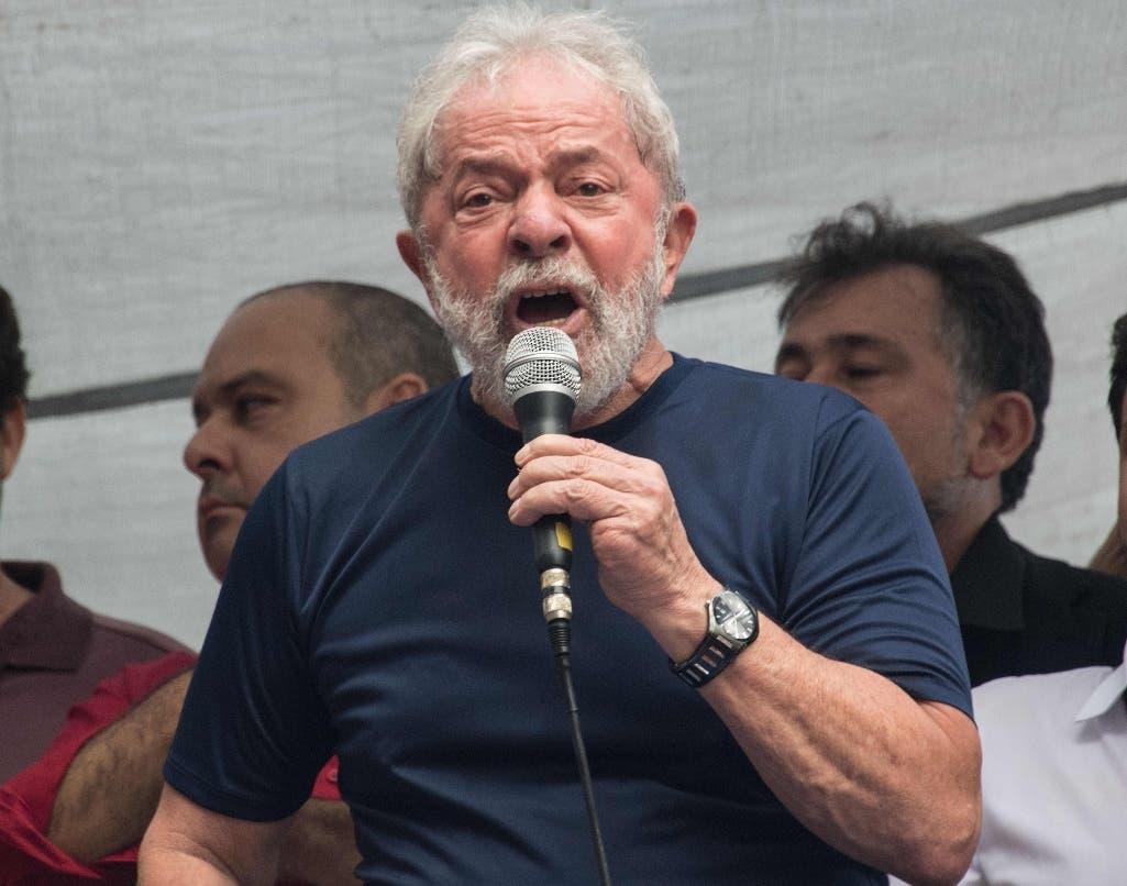 Luiz Inacio Lula da Silva se entregó a la Policía. AFP
