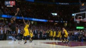 LeBron James hace el tiro mágico en el último segundo del juego.