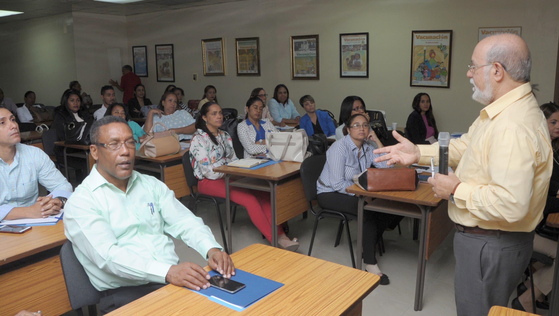 Zacarías Garib instó al  personal  a focalizar sus acciones hacia los grupos vulnerables.