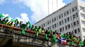 Integrantes del movimiento anticorrupción Marcha Verde realizaron una demostración esta mañana exigiendo la destitución de los miembros de la Cámara de Cuentas.