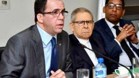 Andrés Navarro rindió un informe sobre el trabajo que viene realizando el Ministerio de Educación.