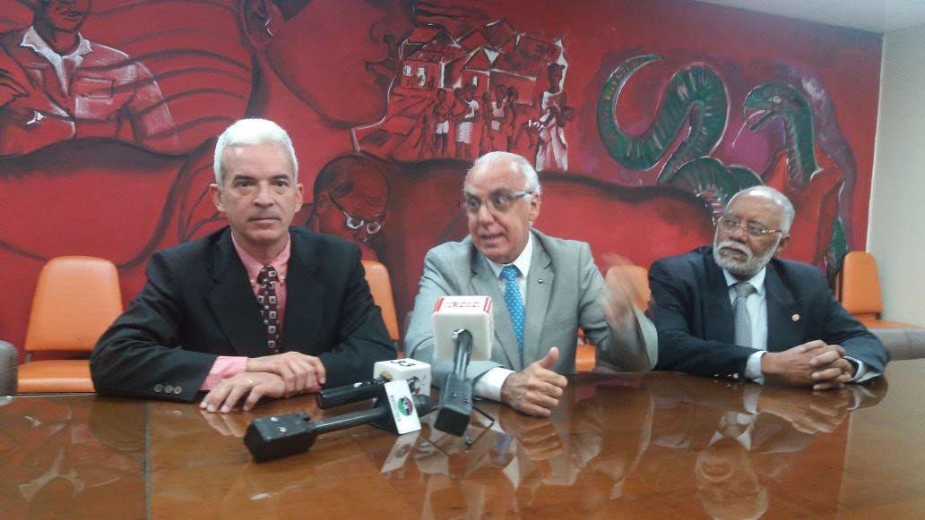 samuel-ramos%2c-vicepresidente-de-fundo%2c-eduardo-bianco%2c-de-uruguay-%2c-especialista-en-cardiologia-y-en-tratamiento-del-tabaquismo%2c-y-wilson-roa%2c-presidente-del-cmd