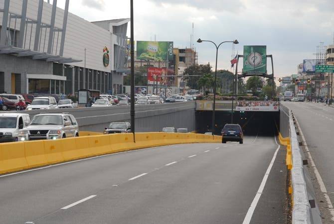 Obras Públicas cerrará el tránsito vehícular en varios túneles por mantenimiento