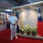 Hu- Cruz An, un joven guarda marino dominicano.