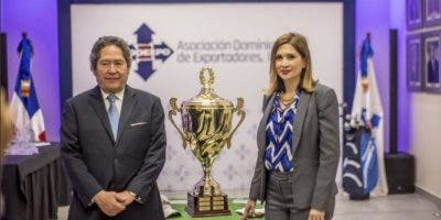 Fernando González y Odile Miniño Bogaert, pasado presidente y vicepresidenta ejecutiva de ADOEXPO.