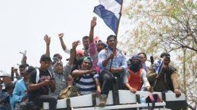 Una caravana que transporta campesinos del norte de Nicaragua llega a Managua para participar en una marcha masiva convocada por la Iglesia Católica como un día de oración, en Managua, Nicaragua, el sábado 28 de abril de 2018. AP