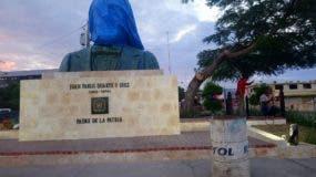 El busto a Juan Pablo Duarte está colocado frente a la Plaza de la Bandera.