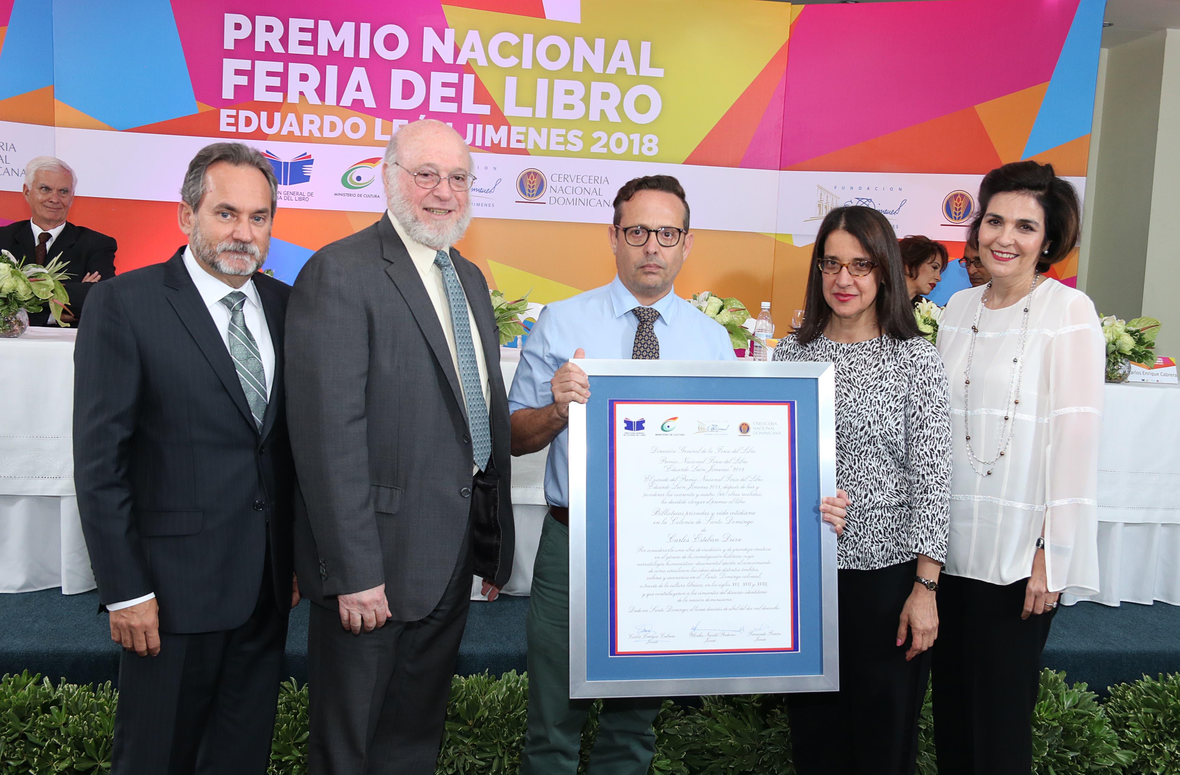 Escritor Carlos Esteban Deive gana el Premio Nacional Feria del Libro Eduardo León Jimenes