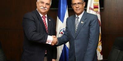 Wilfredo Mañón Rossi, rector de la UNEV, y el Señor José Vázquez, vicepresidente de la entidad académica