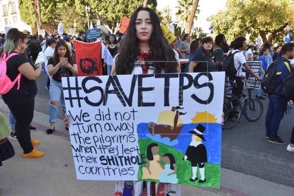 En el caso de El Salvador, el TPS fue activado por primera vez en marzo de 2001 como respuesta humanitaria del Gobierno estadounidense ante los terremotos del 13 de enero y 13 de febrero de ese año que azotaron al país centroamericano. EFE/Archivo
