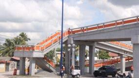 Los peatonales y paso para motocicletas serán del mismo tipo de los que se han construidos en la autopista Las Américas,  La Caleta-Boca Chica