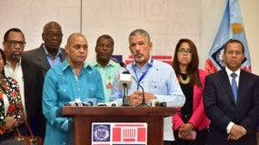 La información fue ofrecida por la comisión conjunta que coordina el proceso, durante una rueda de prensa encabezada por Julio Santana.