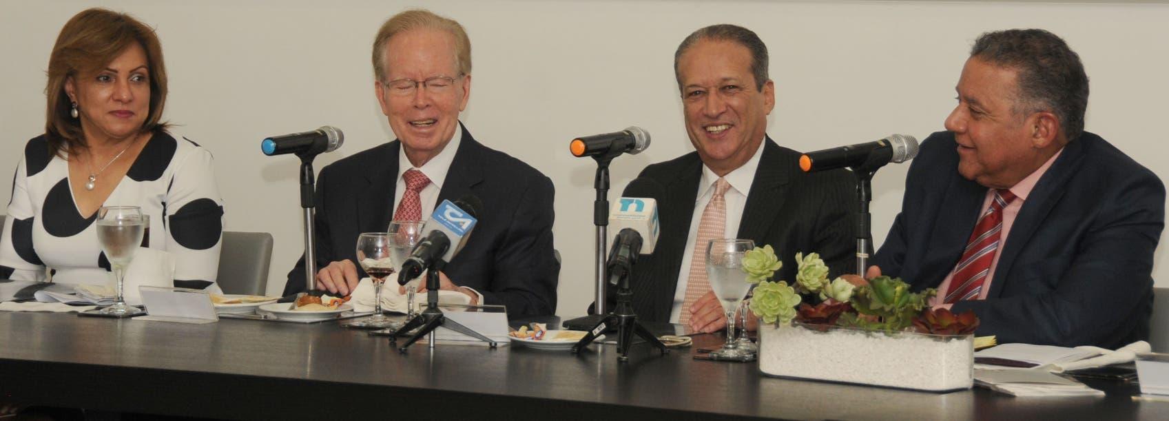 Margarita Pimentel, Jose Luis Corripio Estrada, Reinaldo Pared y Juan Bolívar Díaz en el Almuerzo del Grupo. Aracelis Mena