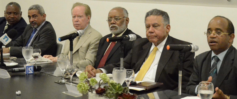Santos Ramírez, Carlos Roa, José Luis Corripio Estrada, Wilson Roa, Juan Bolívar Díaz y Fulgencio Severino, durante el Almuerzo Grupo Corripio.  José de León