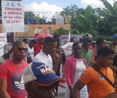 Comunitarios  marcharon hacia el Ayuntamiento.