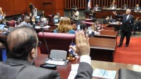 El Senado en su sesión de ayer   decidió    nombrar a los senadores para tratar proyecto.