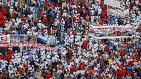 En muchos países el 1° de mayo es la oportunidad de reclamar reivindicaciones sociales y laborales. En Cuba se realzan los logros de la revolución.