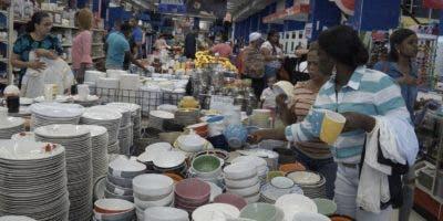 La compra de ropas, vajillas  y pequeños electrodomésticos  son los principales regalos a las madres dominicanas.  Elieser tapia