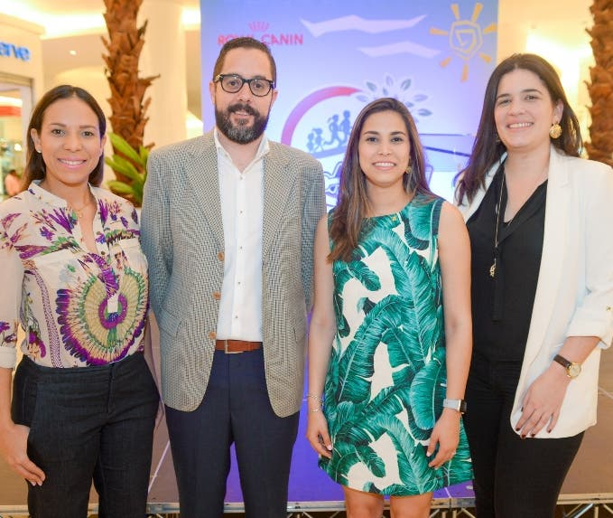 Vilma Gómez, Hiram Maltés, Camila García y Maité Mallén.