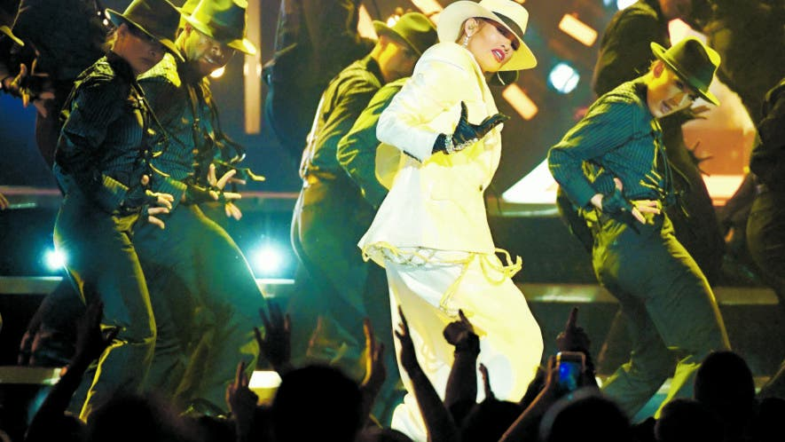 """La cantante Jennifer López puso el ritmo en la gala de los Billboard americanos  con  su tema """"Dinero"""", interpretado junto al  DJ Khaled  fuente externa."""