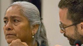 Joaquina García lloró al pedir que el caso de los desaparecidos se trate en México.  AGENCIA FOTO