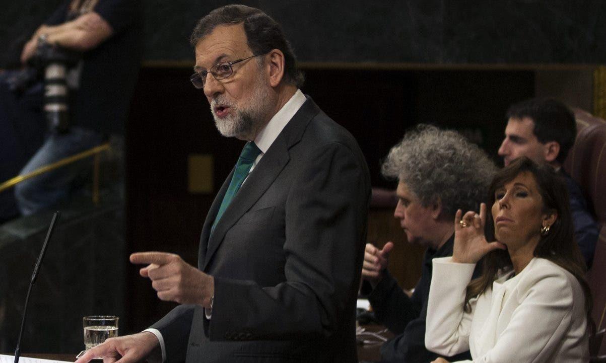 Mariano Rajoy enfrentó ayer posiciones radicales que piden su renuncia a la presidencia.  AP