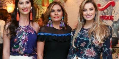 Rachelle Villanueva, Marina Román y Andreína Arroyo.