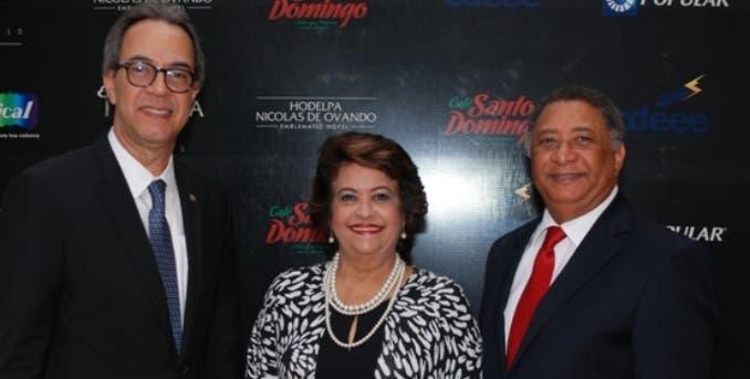 José Mármol, Verónica Sención y José Miguel Gómez, en la tertulia.