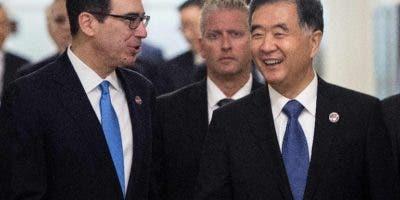 El Secretario del Tosoro de EE. UU. y el vice de China. ARCHIVO AFP