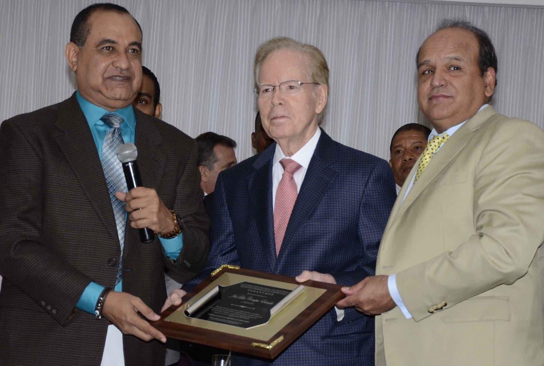 Carmelo Rodríguez, José Luis Corripio Estrada (Don pepín) e  Iván García .  JOSÉ DE LEÓN