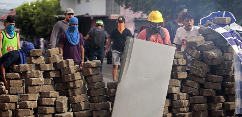 Ciudades sufren saqueo, y proliferan las barricadas en el país.