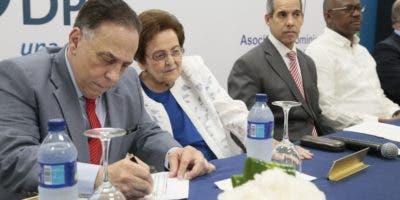 Firma del acuerdo entre Rehabilitación y Fundación AES.