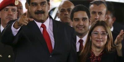 La petición  de la OEA se une a la fuerte oposición exterior al presidente   Nicolás Maduro.  AP